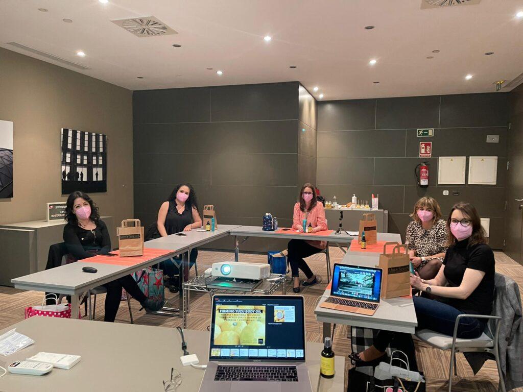 Presentación de Alma Secret evento Instabloggers Relax